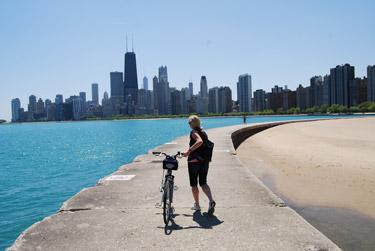 bike-tour-chicago-along-lake_375