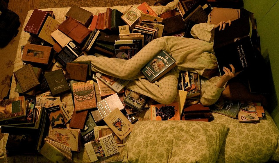 books-in-bed
