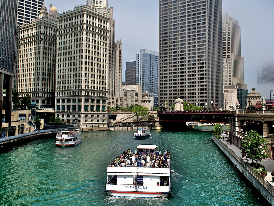 take-an-architectural-tour-of-chicago-by-boat